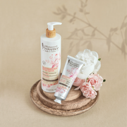 The perfect Duo body lotion and hand cream enriched with rose and poeny for silky radiance and nourished skin. A very special giftbox for special Mother's day ! Mademoiselle Provence