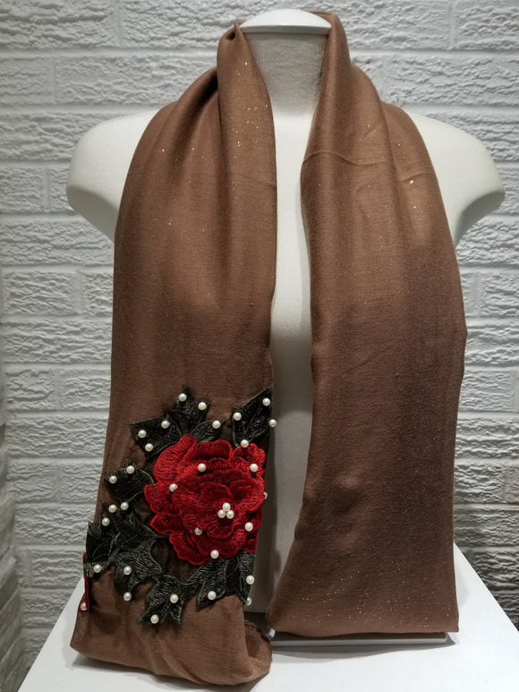 Rose Applique with Pearls- Milk Chocolate