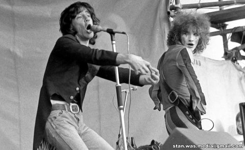 Alex Harvey and Zal Cleminson on stage at Reading 73
