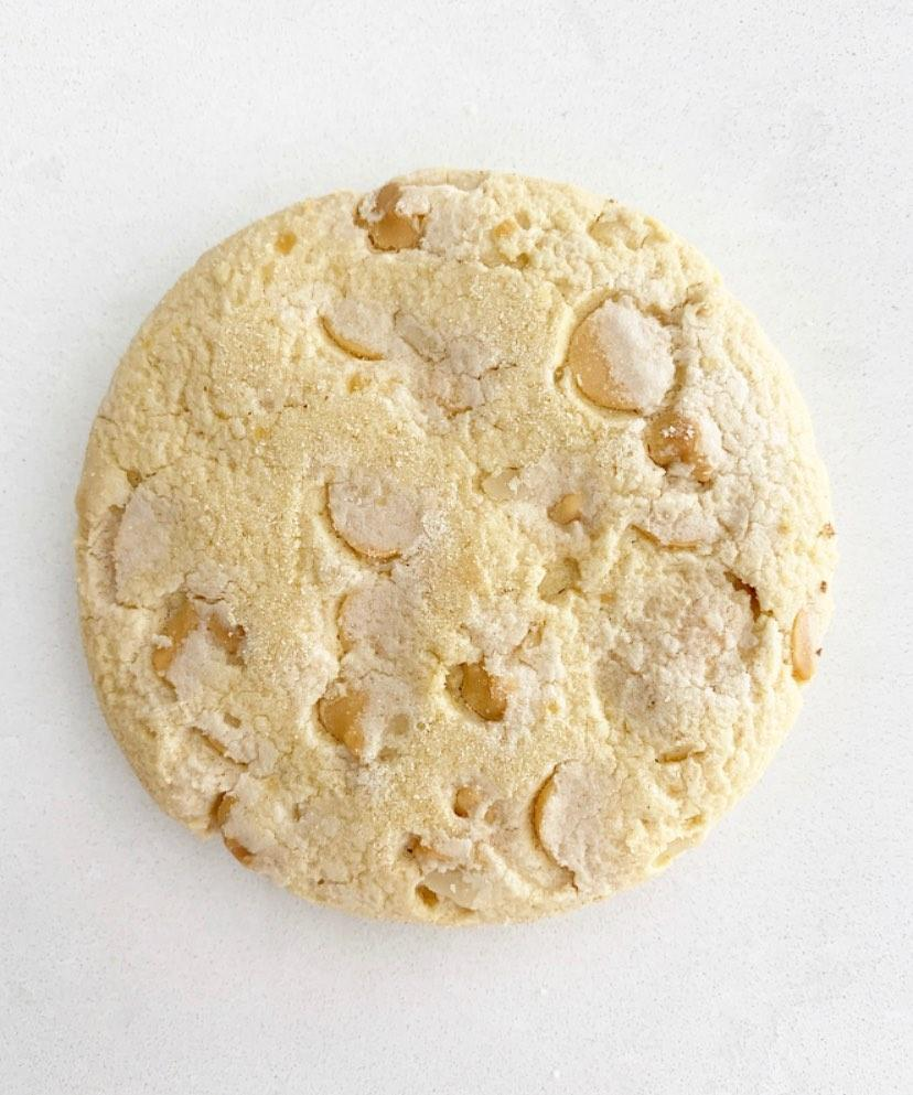 White chocolate and macadamia cookies