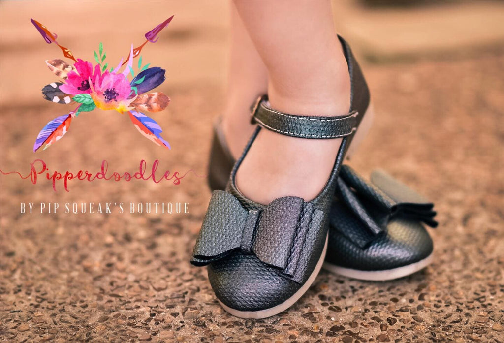 Pipperdoodles Textured Chrome Shimmer Bow Shoes (READ DESCRIPTION)