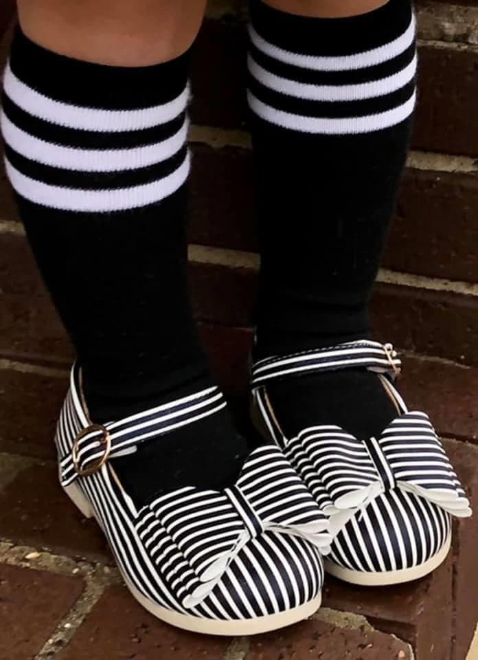 [Black w/ White Stripe] Baseball Socks