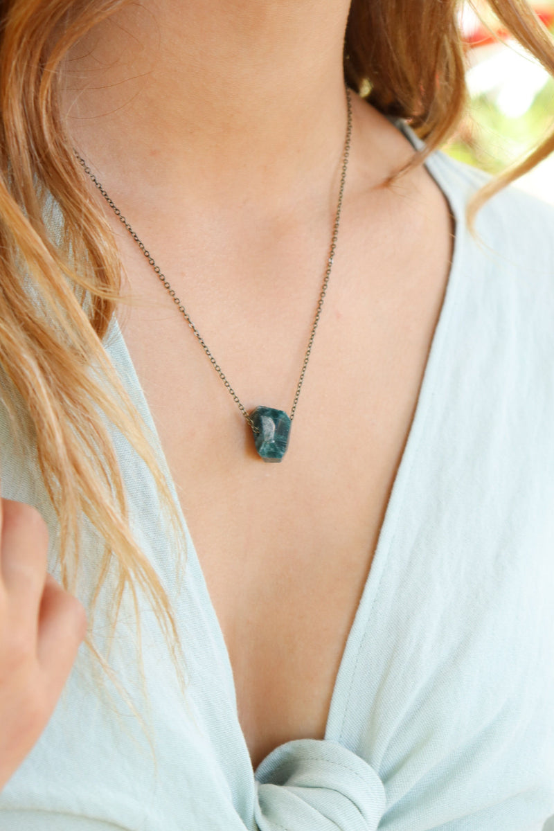 Simple Apatite Stone Necklace