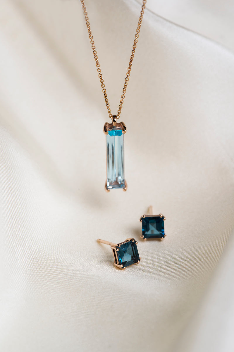 Elizabeth Aquamarine Pendant Necklace