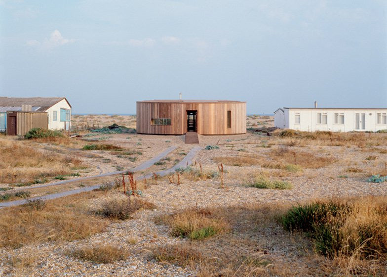 Simon Conder Associates Timber-clad House, Dungeness beach