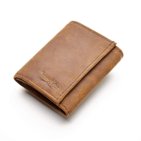 With recycled inner tube pockets, your cards and cash are safe and dry with this men's leather wallet