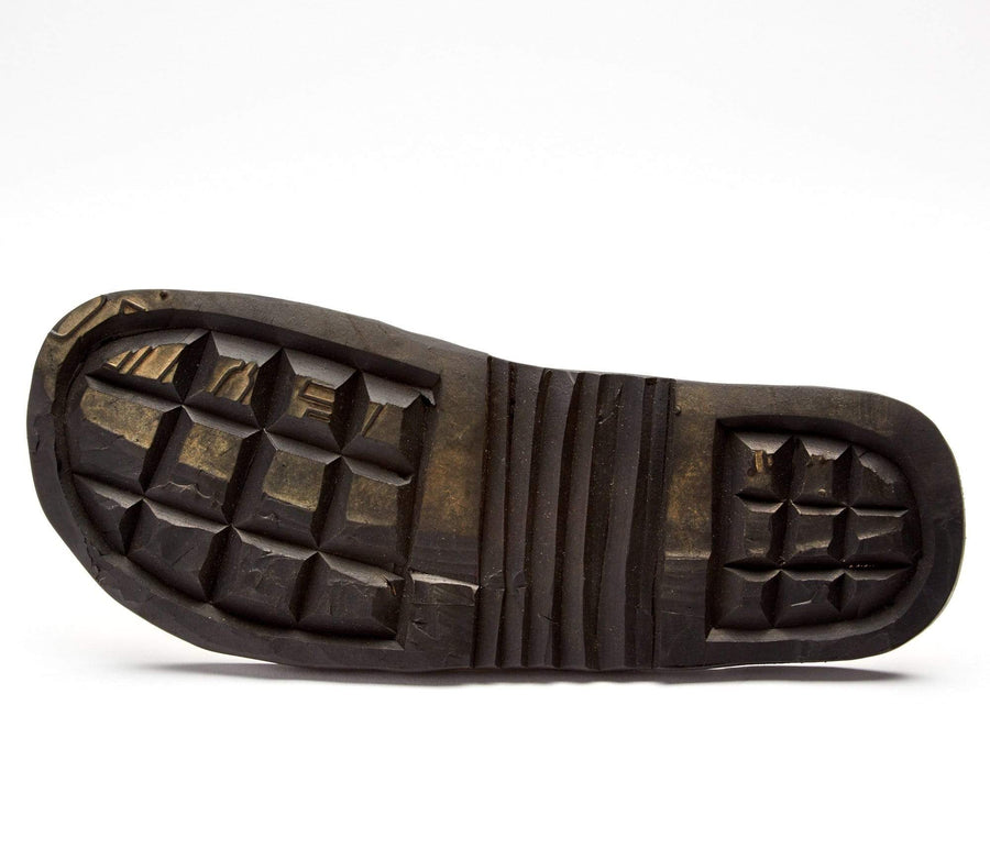 The Novio handcrafted sandals made of leather and upcycled tire soles