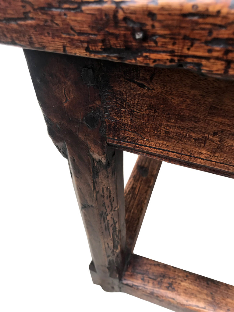 17th-century Spanish walnut bench (c. 1690)