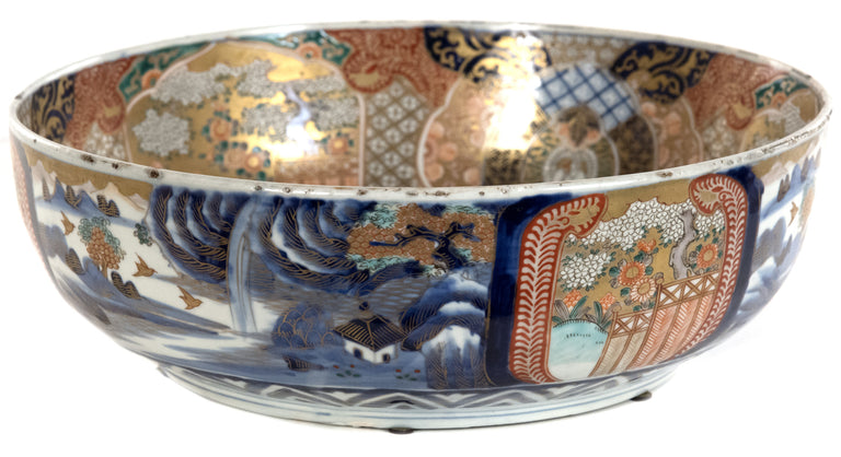 Imari-style Japanese Bowl with Gold Detailing