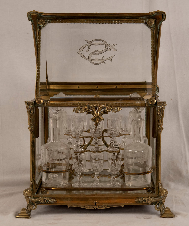 Beaux Arts tantalus drinking cabinet with sixteenth etched glasses and four bottles with stoppers (c. 1865)