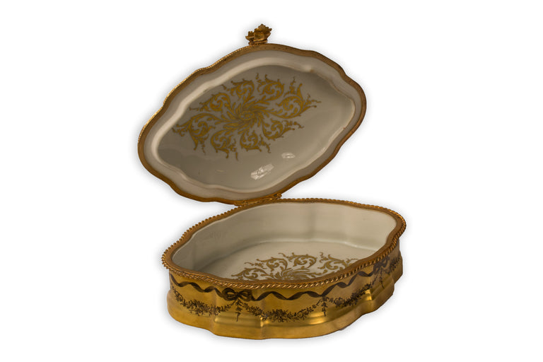 A gilt porcelain keepsake box