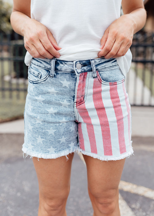 American Flag JUDY BLUE Shorts (S-XL & 1X-3X)