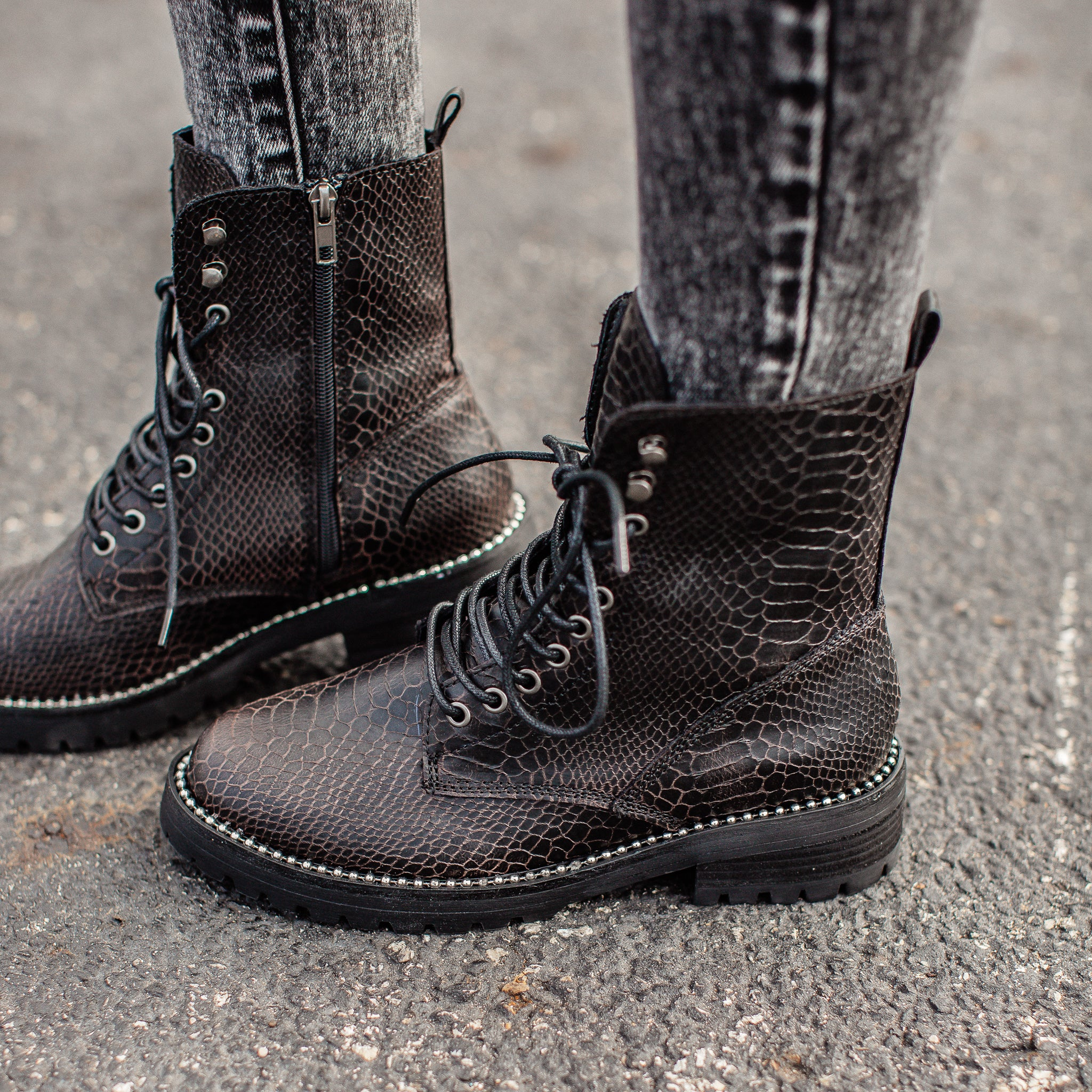 Conquest Black Boot (6-11)