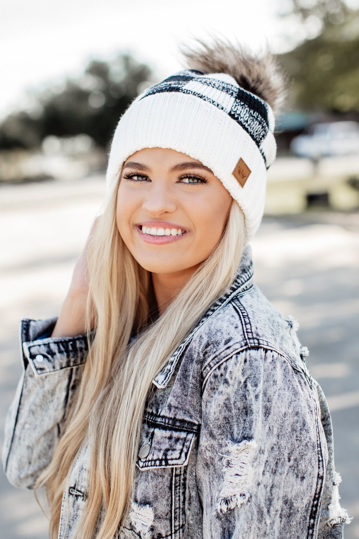Checkered Pom Beanie *WHITE/BLACK