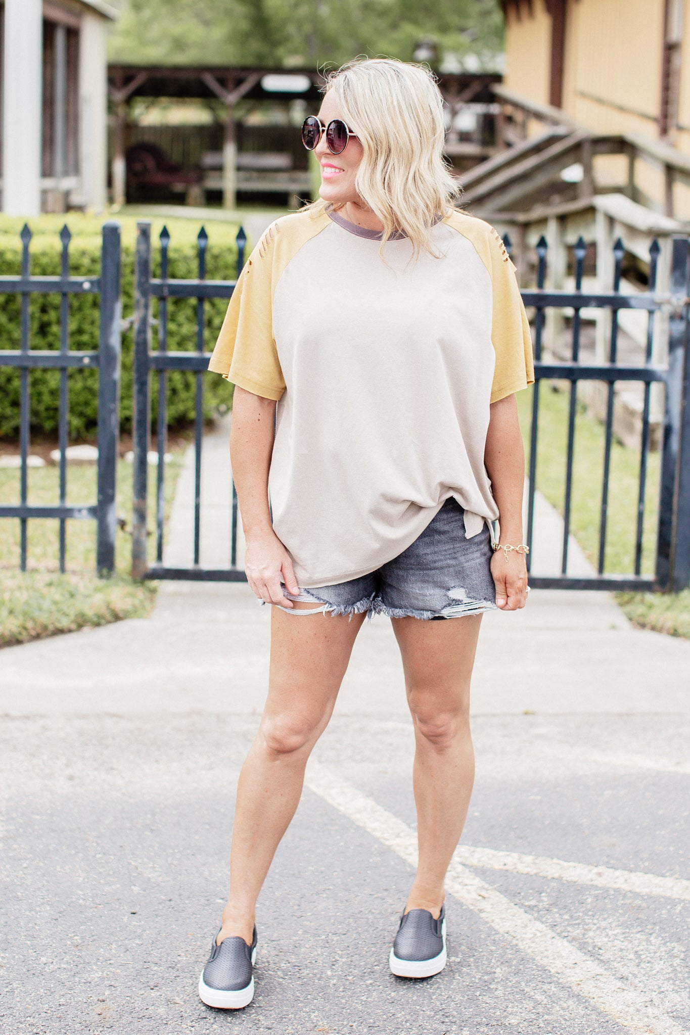 Mushroom Distressed Top (CAN FIT XL)