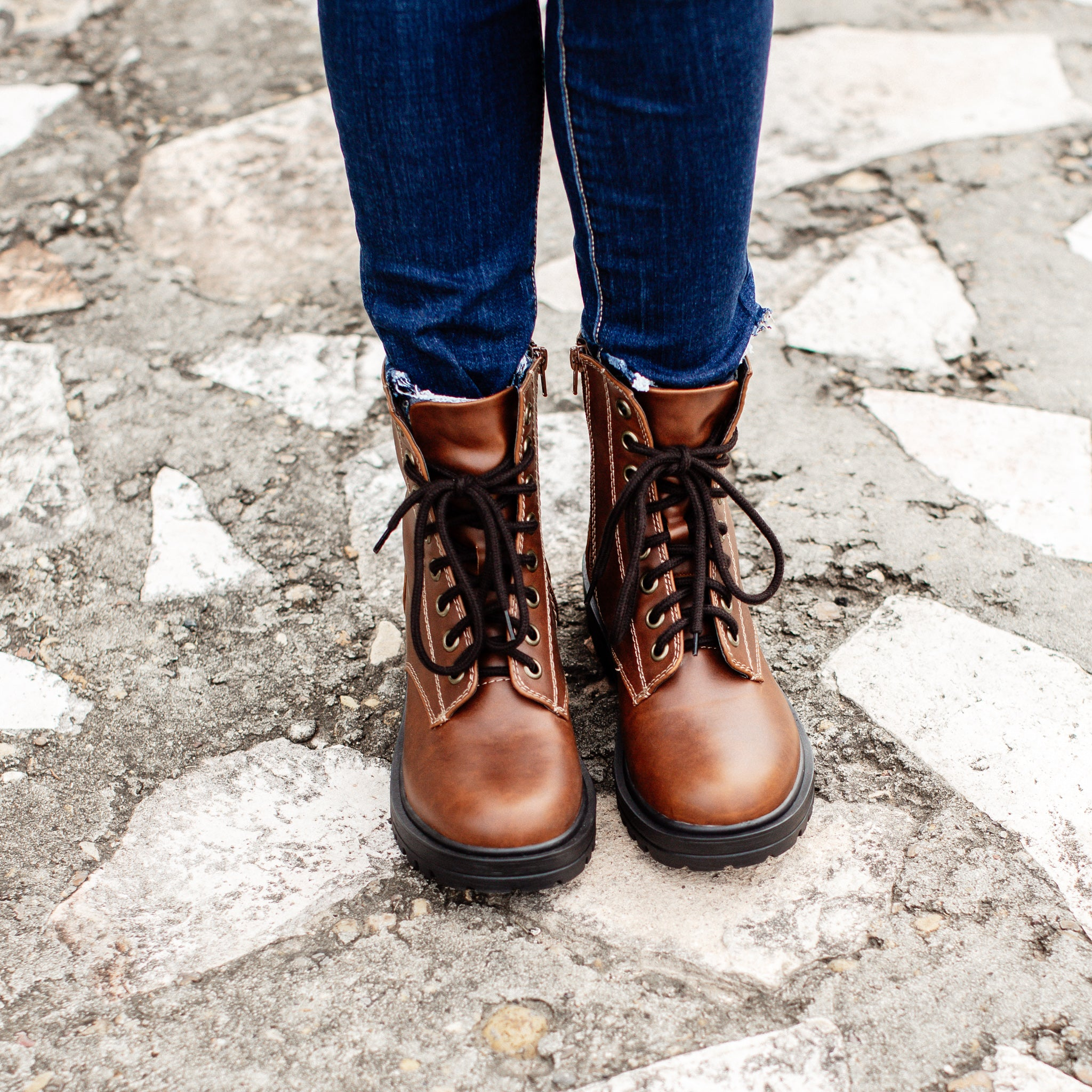 Lace Up Boots (5.5-11) *BROWN