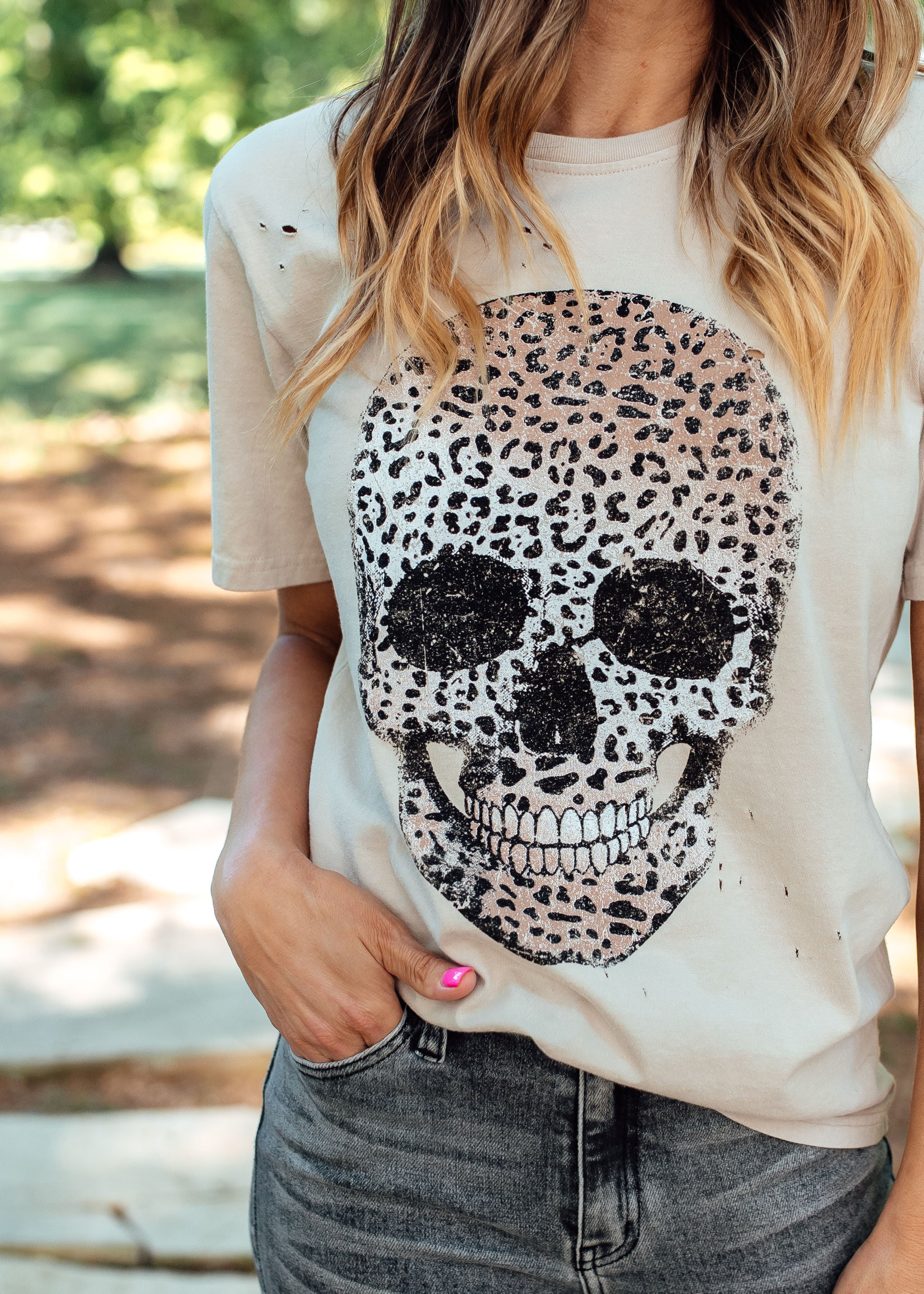 Leopard Skull Distressed Top (S-3X) *KHAKI