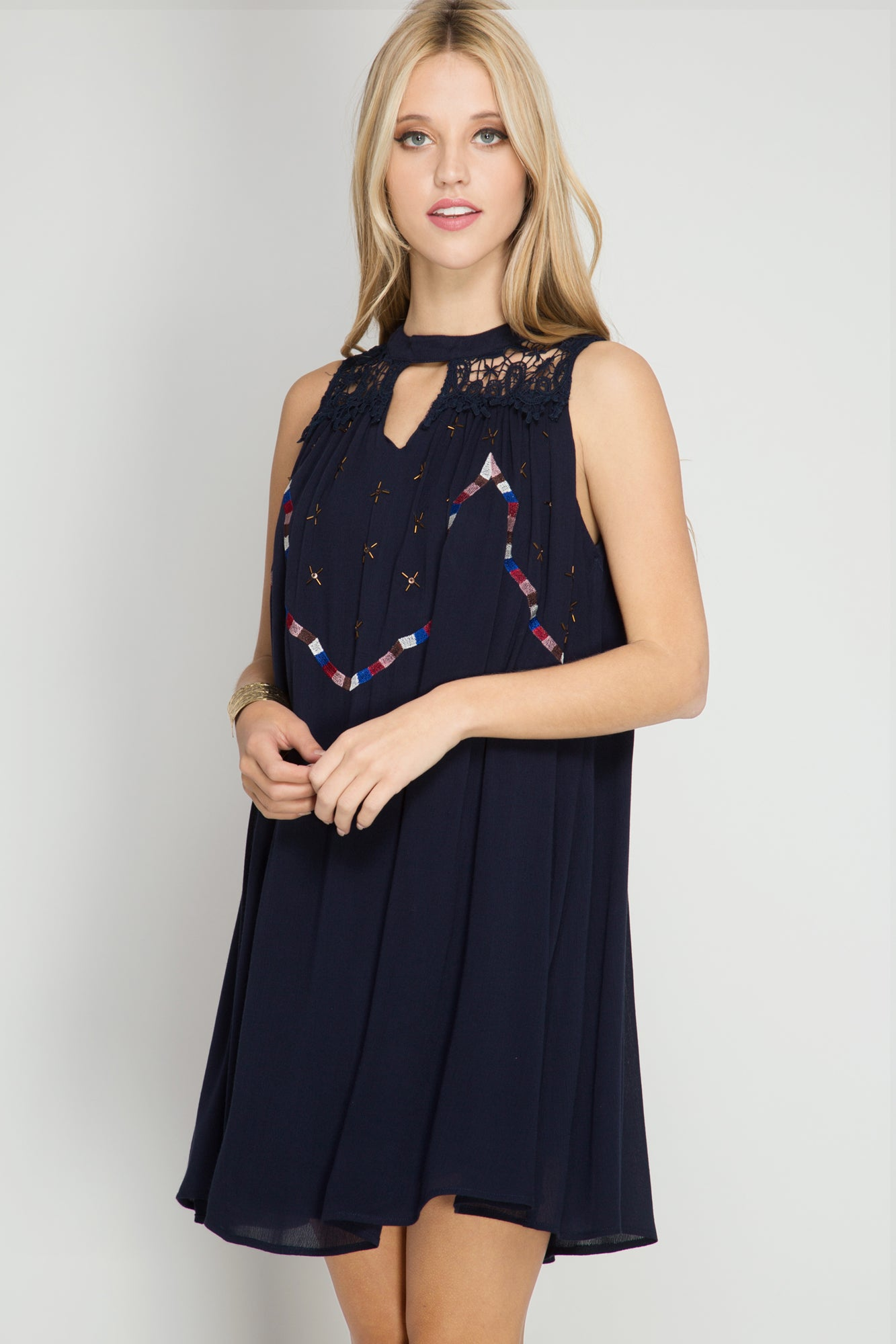 SLEEVELESS SHIFT DRESS WITH YOKE LACE