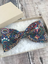 Liberty Dickie Bow, Bow Tie 'Peach Pincher'
