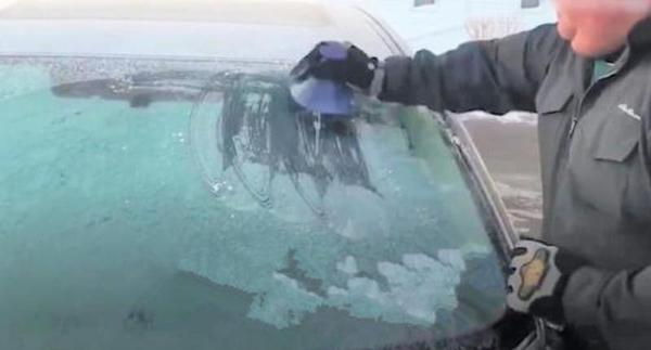 Innovative scraper for windshield