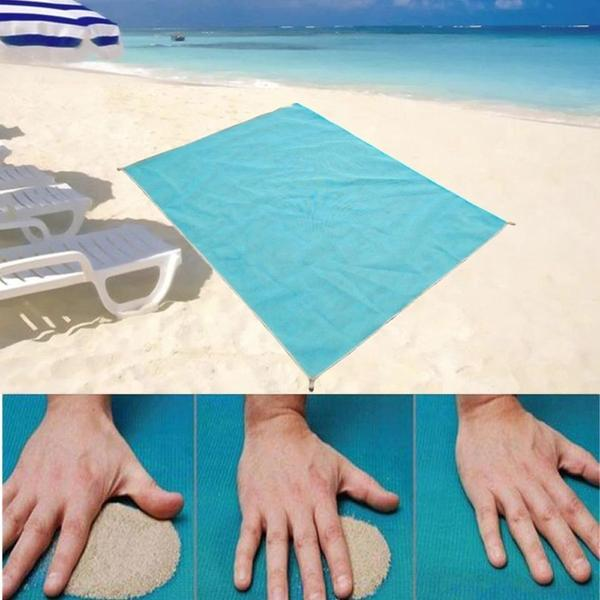 Magic beach towel (no more sand on your towel!)