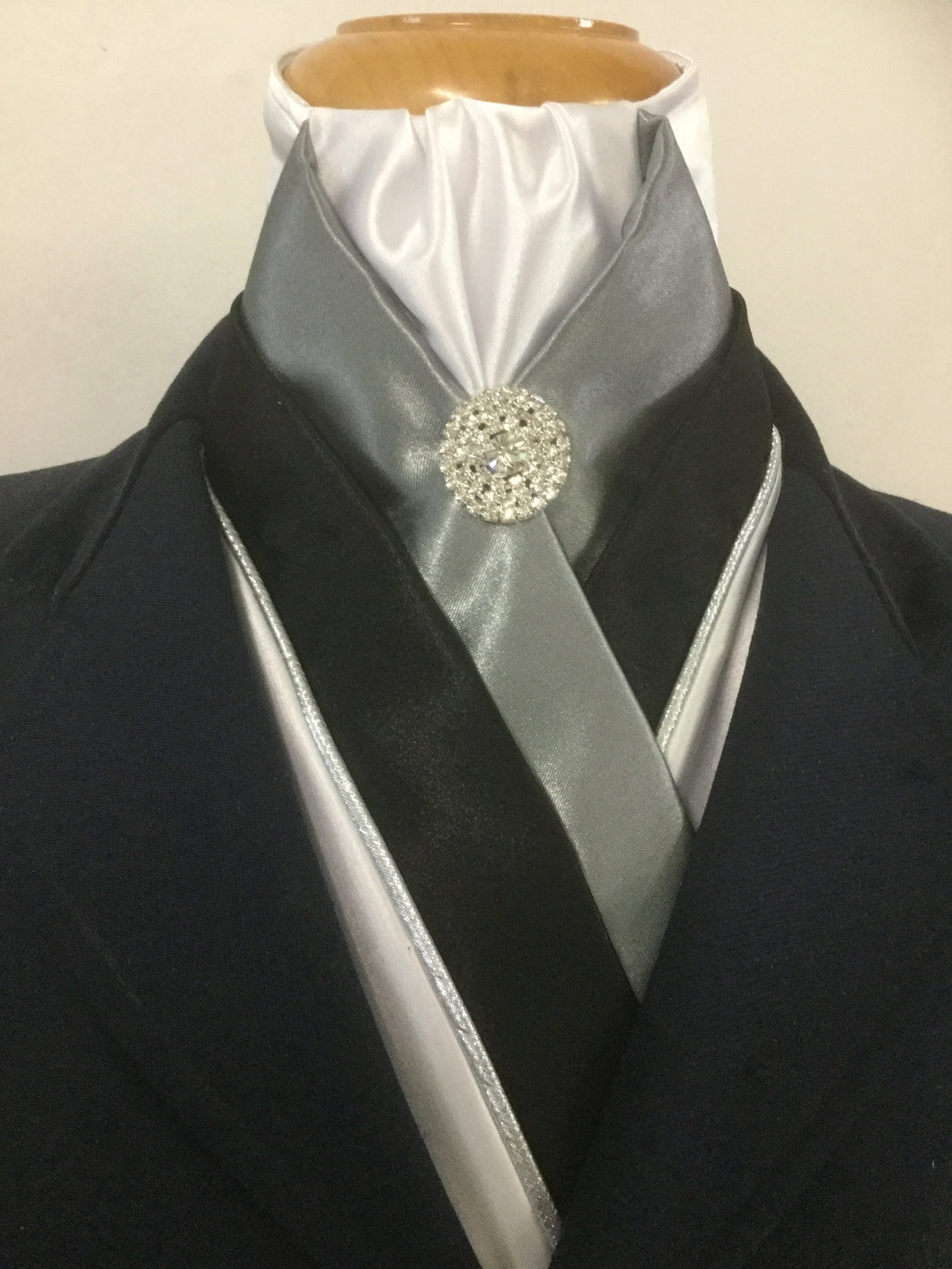 HHD 'The Royal' Pretied Stock Tie White, Grey & Black
