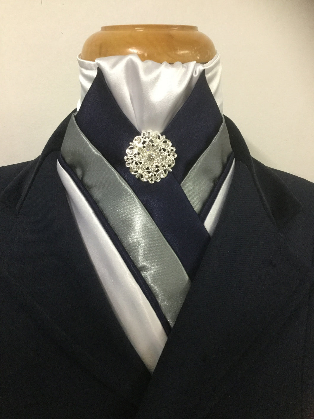 HHD 'The Royal' Pretied Stock Tie White, Grey & Navy Blue