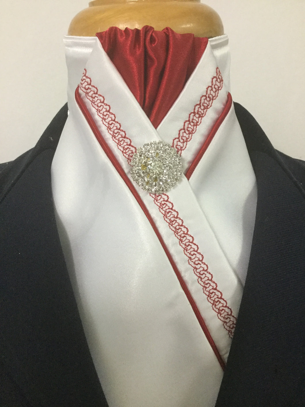 HHD White Satin Pretied Stock Tie Red Chain Embroidered