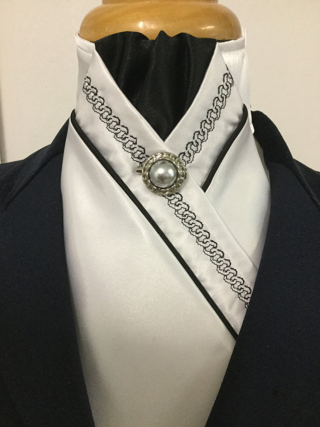 HHD White Satin Pretied Stock Tie Chain Embroidered Black
