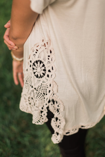 Almond, crochet and side slit details - Kiki top