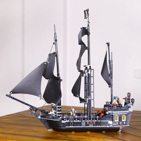 Hot Christmas Gift Pirates of the Caribbean, The Black Pearl with 804 pcs