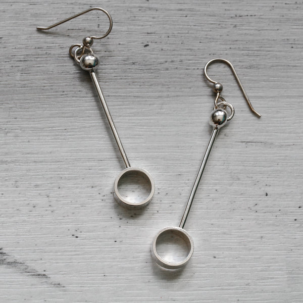 Minimalist and geometric circles sterling silver earrings.