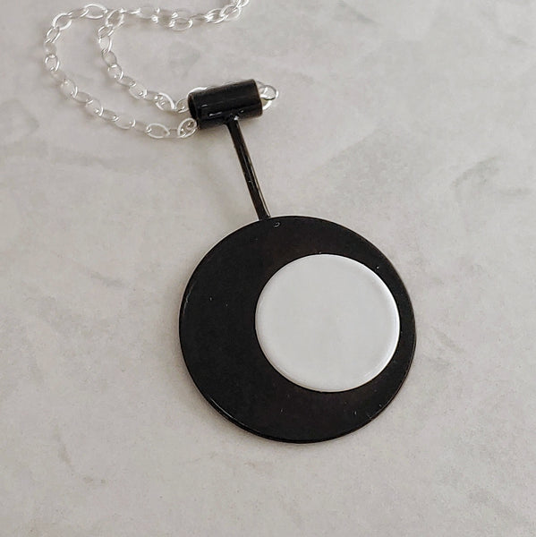 Retro Mod Necklace - Black and White