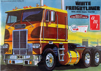 1:25 White Freightliner Dual Drive Tractor - morethandiecast.co.za