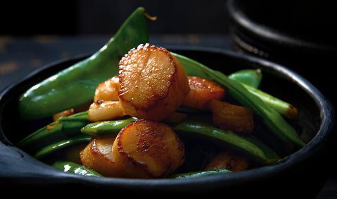 KYLIE KWONG'S STIR-FRIED SCALLOPS WITH SNOW PEAS AND GARLIC
