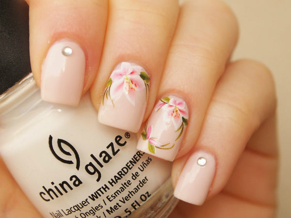 white pink lilly nails