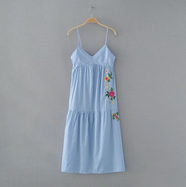 Women 's summer new V - neck flowers embroidered dress long vertical stripe dress