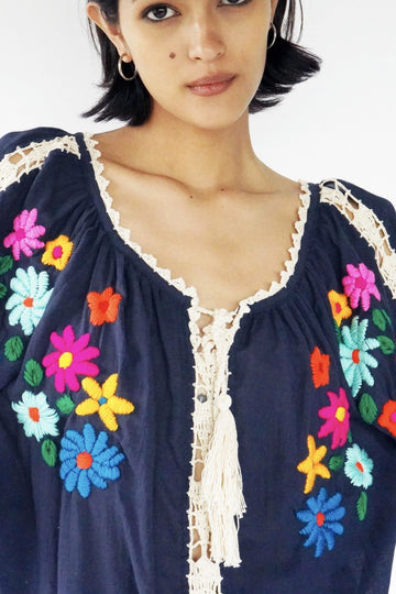 HAND EMBROIDERED CROCHET TOP LISA MOMO NEW YORK