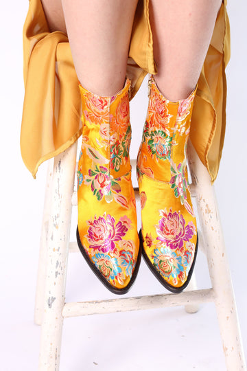 SILK BOOTS TIJANA (YELLOW) MOMO NEW YORK