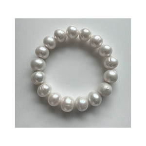 La Rotonde Large Round White Freshwater Pearl Stretch Bangle Bracelet