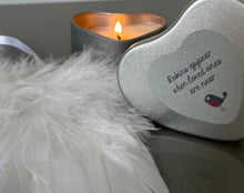 Robin candle & feathers