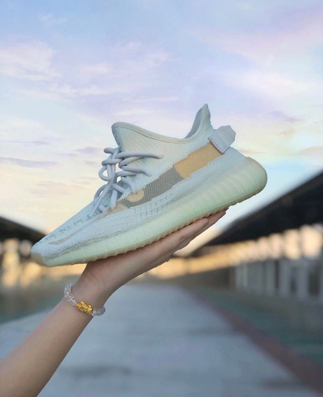 YEEZY BOOST 350 V2 「Hyperspace」
