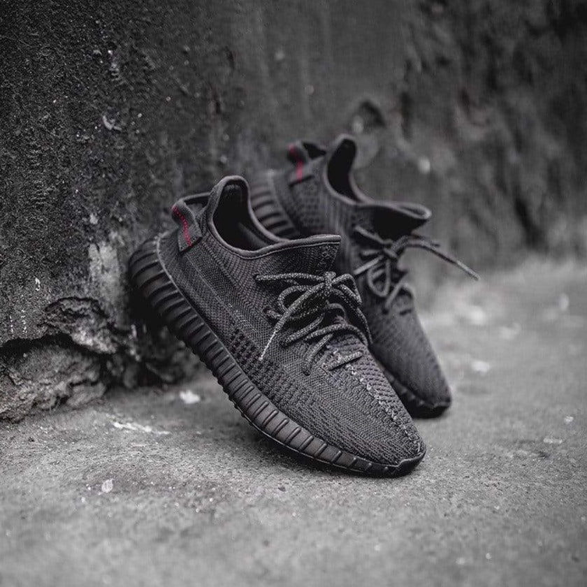 YEEZY BOOST 350 V2「Triple Black」