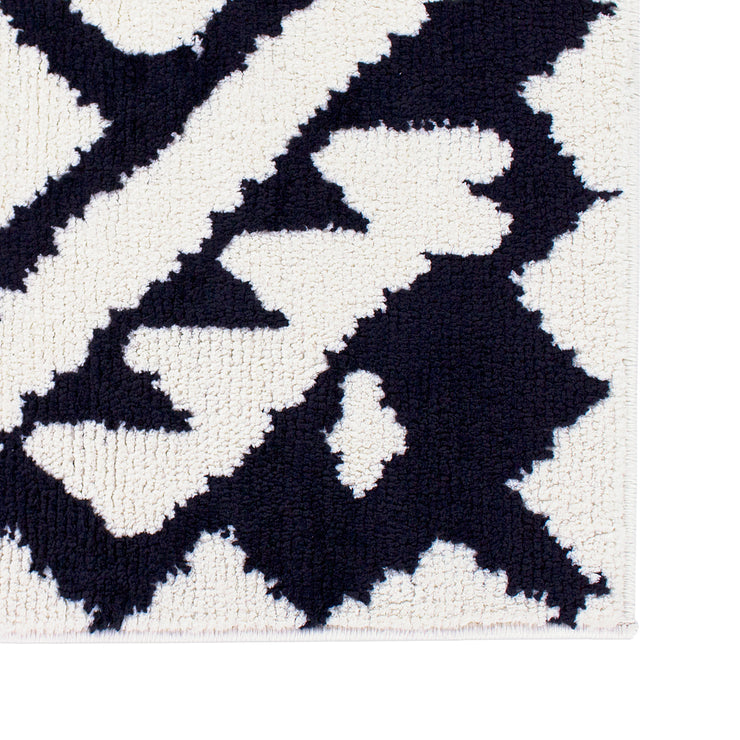 Geometric Aztec Moroccan Pile Shag Accent Rug 5' x 7' - Black & White