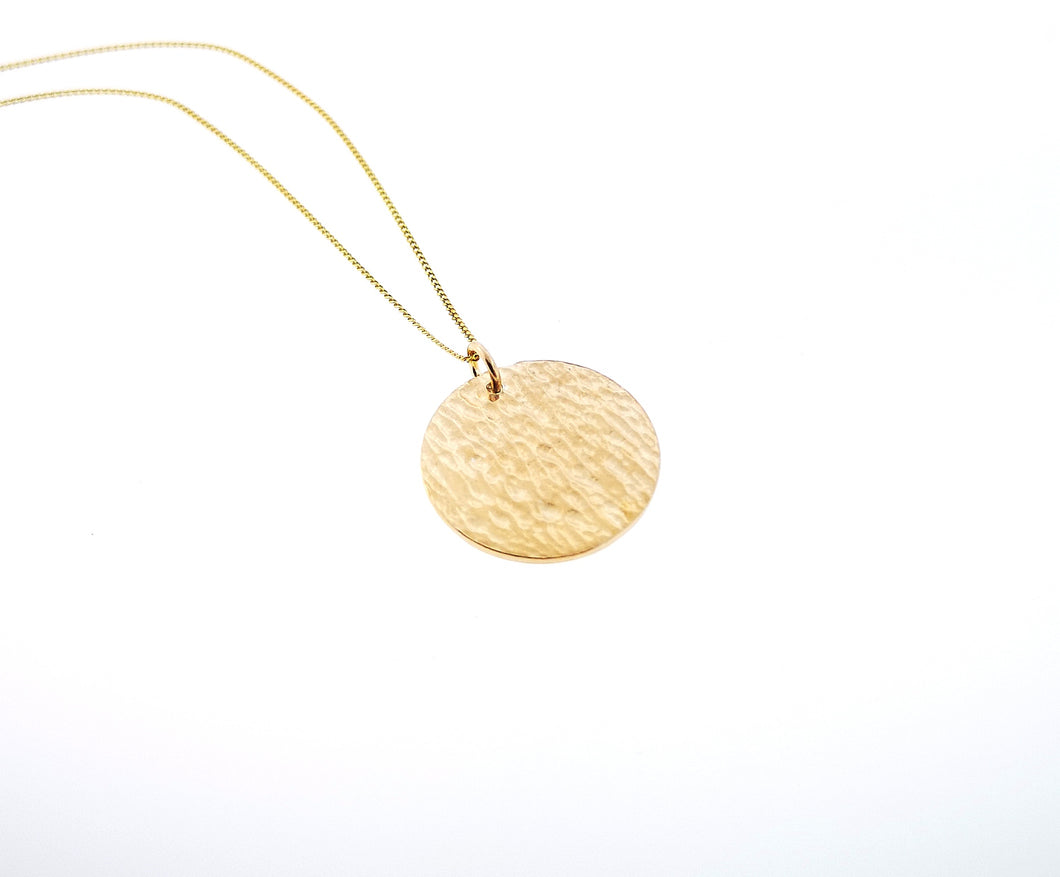 Ripple Disc Pendant - 9 Karat Yellow Gold