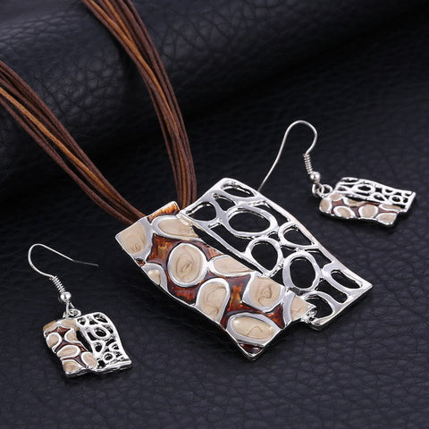 Fashion Pendant Necklace Earrings Set