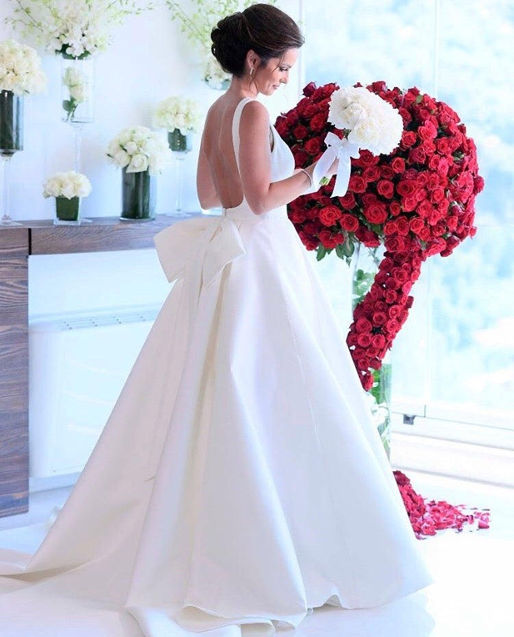 Concise Ball Gown Backless Satin Bridal Wedding Dresses with A Bow