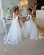 Backless Puffy Tulle Flower Girls Dresses with 3D Floral Appliques