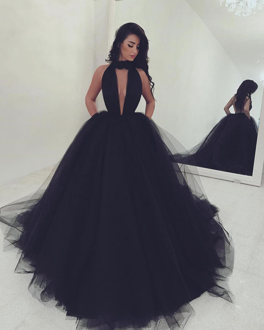 Sexy Halter Ball Gown Prom Dresses in Black Tulle