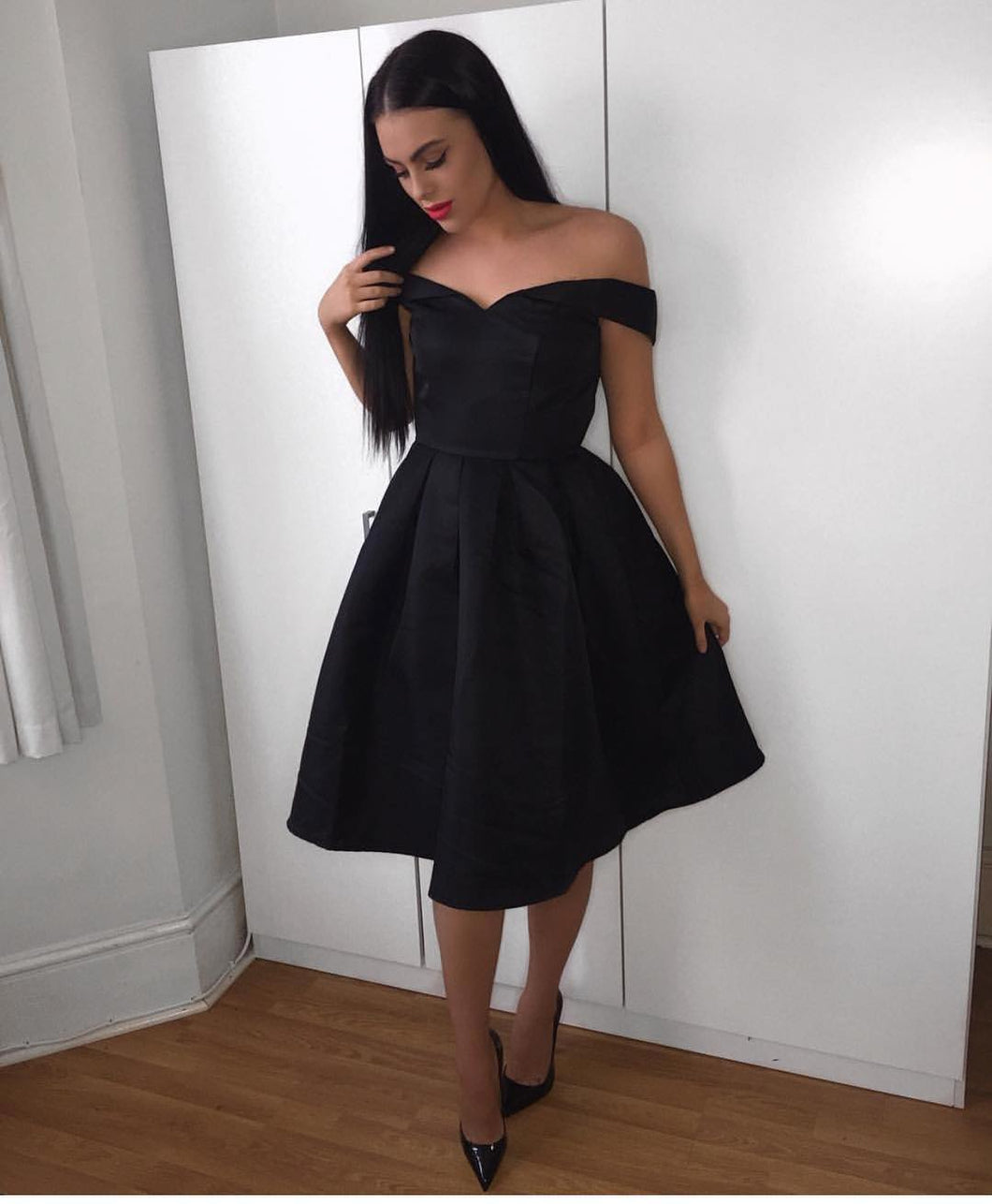 Black Satin Off Shoulder Short Bridesmaid Dresses Simple Party Gowns